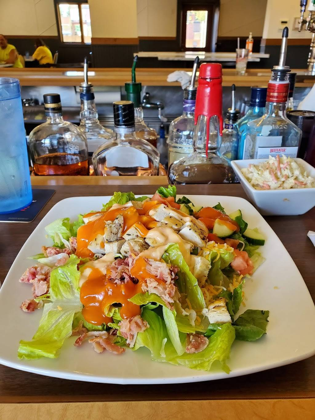 Montags Pub and Grill | restaurant | 1821 Main St, Cross Plains, WI 53528, USA | 6084130333 OR +1 608-413-0333
