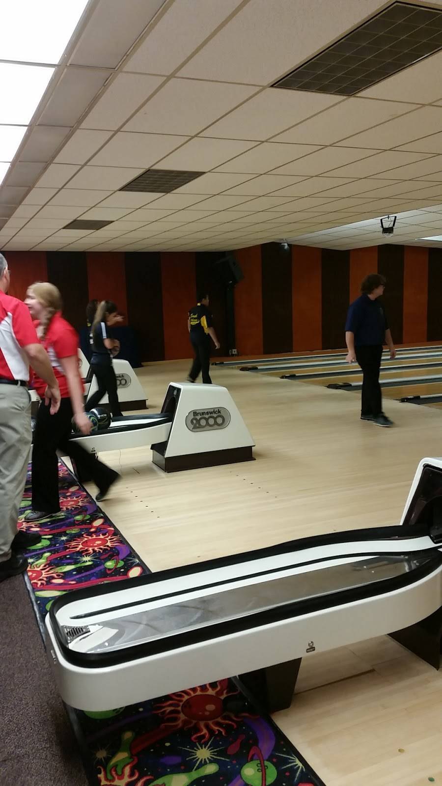 Spare Time Lanes | restaurant | 1306 US-27, Berne, IN 46711, USA | 2605892927 OR +1 260-589-2927