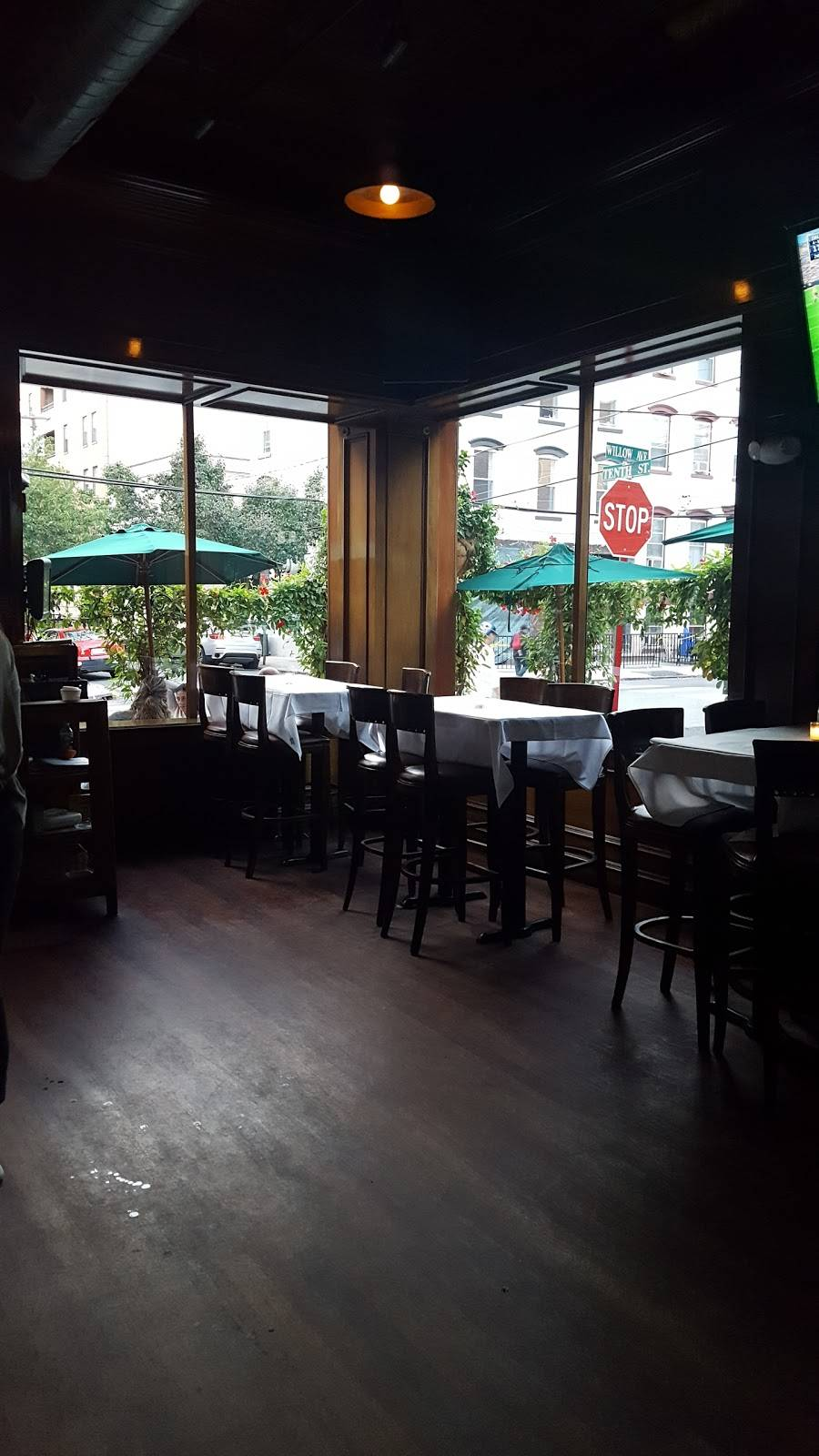 10th & Willow Bar & Grill   restaurant   935 Willow Ave, Hoboken, NJ 07030, USA   2016532358 OR +1 201-653-2358