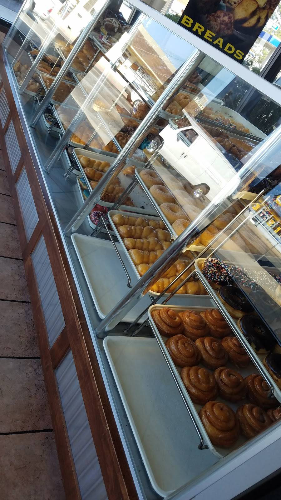 Yum Yum Donuts | bakery | 380 E 6th St, Beaumont, CA 92223, USA | 9518459069 OR +1 951-845-9069