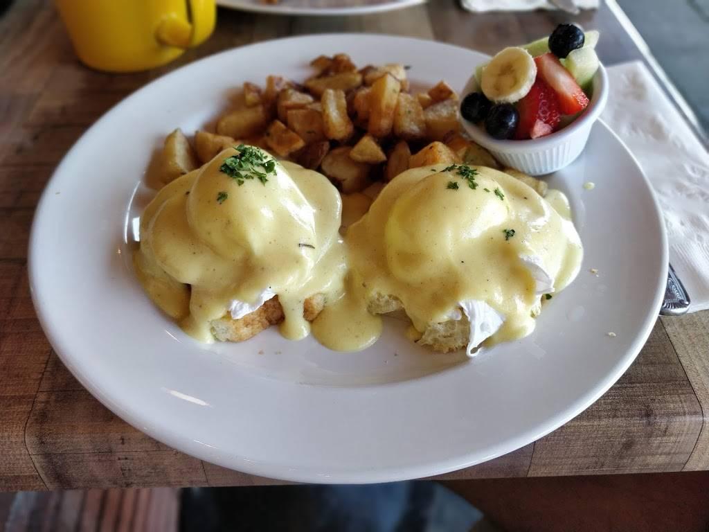 A Delight of France | restaurant | 126 W Grand Ave, Escondido, CA 92025, USA | 7607462644 OR +1 760-746-2644