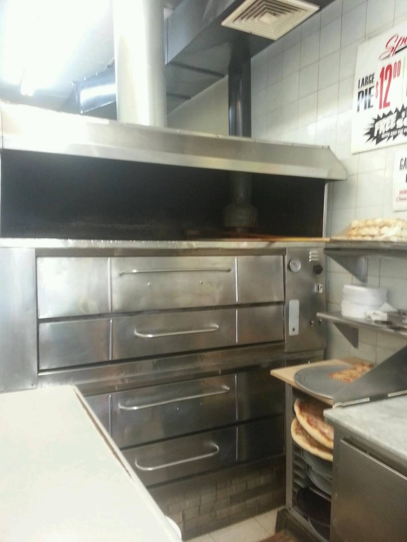 M & R Pizza   restaurant   7 E 208th St, Bronx, NY 10467, USA   7186530008 OR +1 718-653-0008