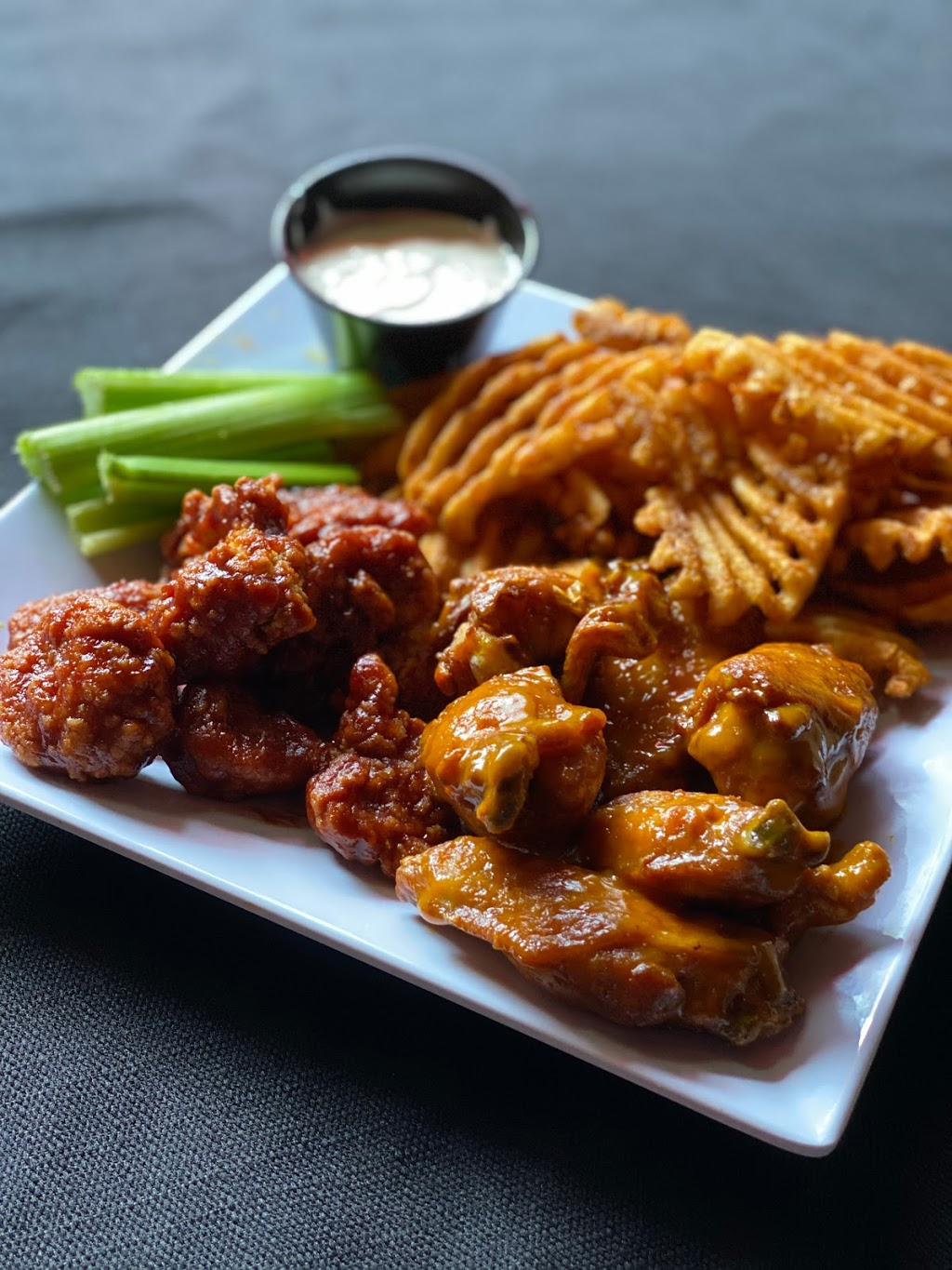 Wings On State | restaurant | 603 State St, Madison, WI 53703, USA | 6082555544 OR +1 608-255-5544