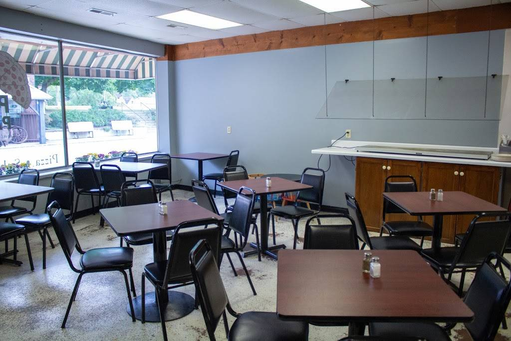 Baileys Pizza Parlor | restaurant | 190 N Chippewa St, Roann, IN 46974, USA | 7658336242 OR +1 765-833-6242