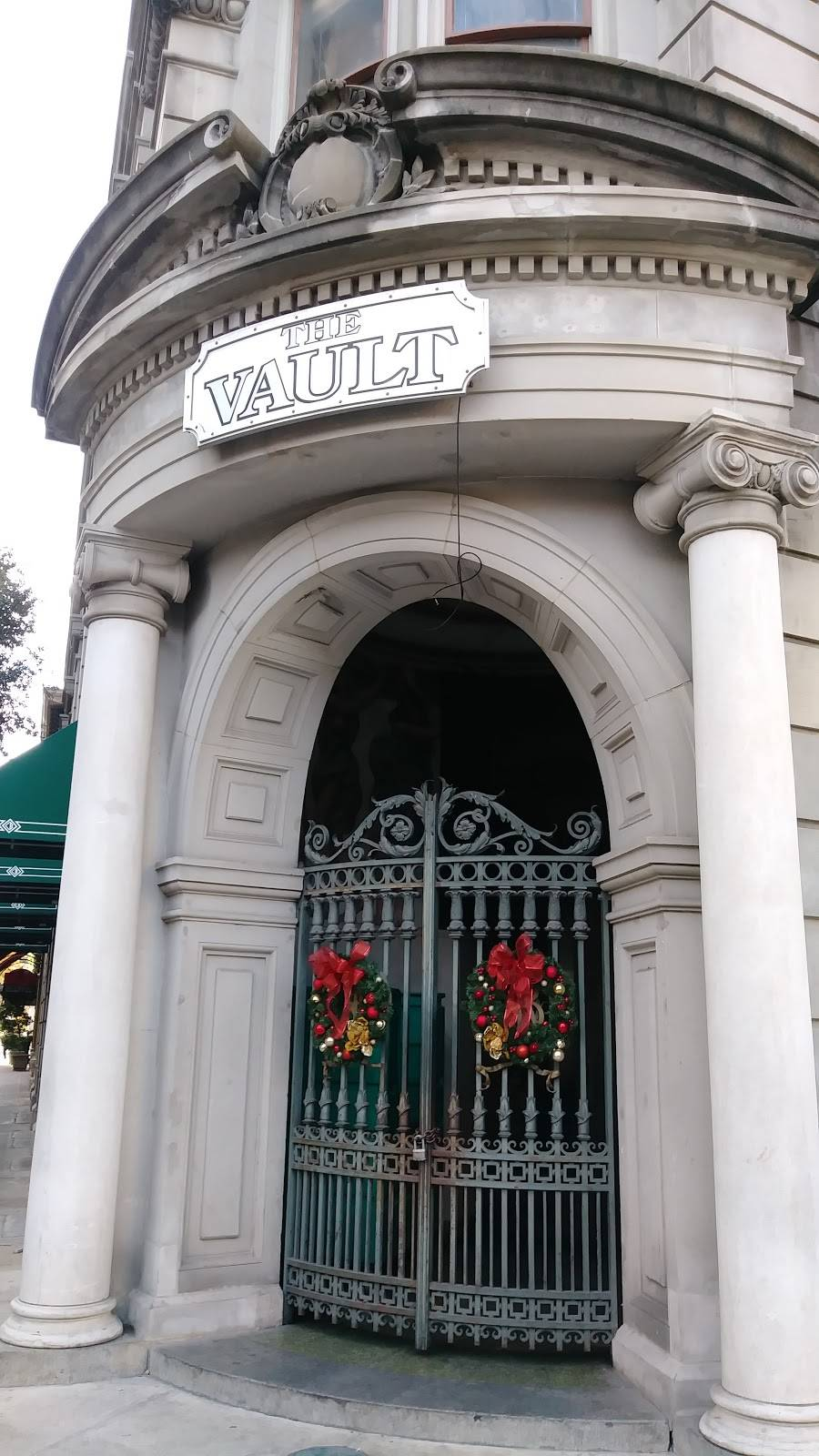 The Vault | restaurant | 314 E Commerce St, San Antonio, TX 78205, USA | 2102248484 OR +1 210-224-8484