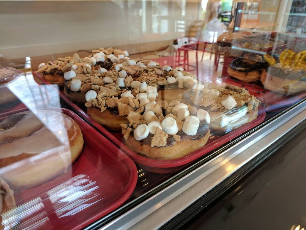 Daddys Donuts | bakery | 4 Fairlawn Ave, Middletown, NY 10940, USA | 8453436565 OR +1 845-343-6565