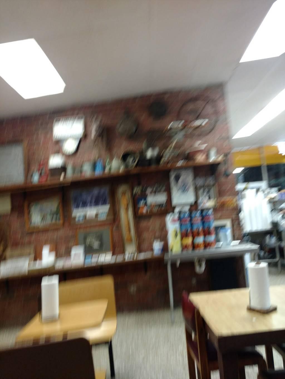 Bodacious Bar-B-Q Gladewater - Restaurant   1105 W Upshur