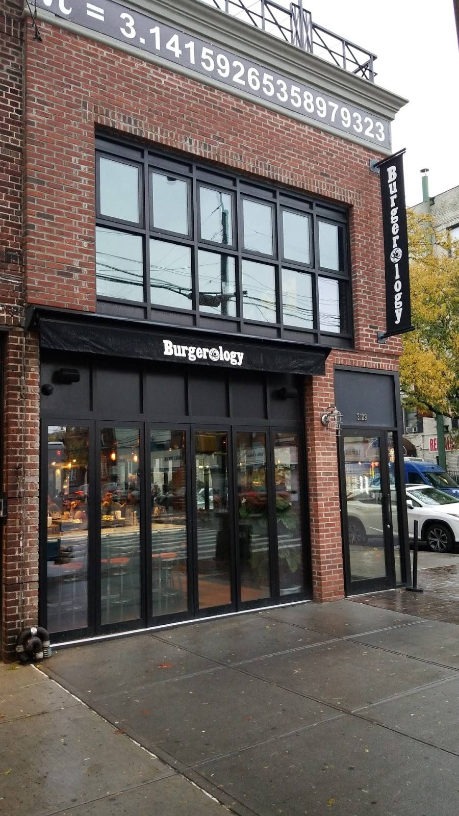 Burgerology | restaurant | 31-29 Ditmars Blvd, Astoria, NY 11105, USA | 9177450299 OR +1 917-745-0299