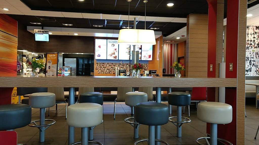 McDonalds   cafe   15 E Dundee Rd, Arlington Heights, IL 60004, USA   8477493105 OR +1 847-749-3105