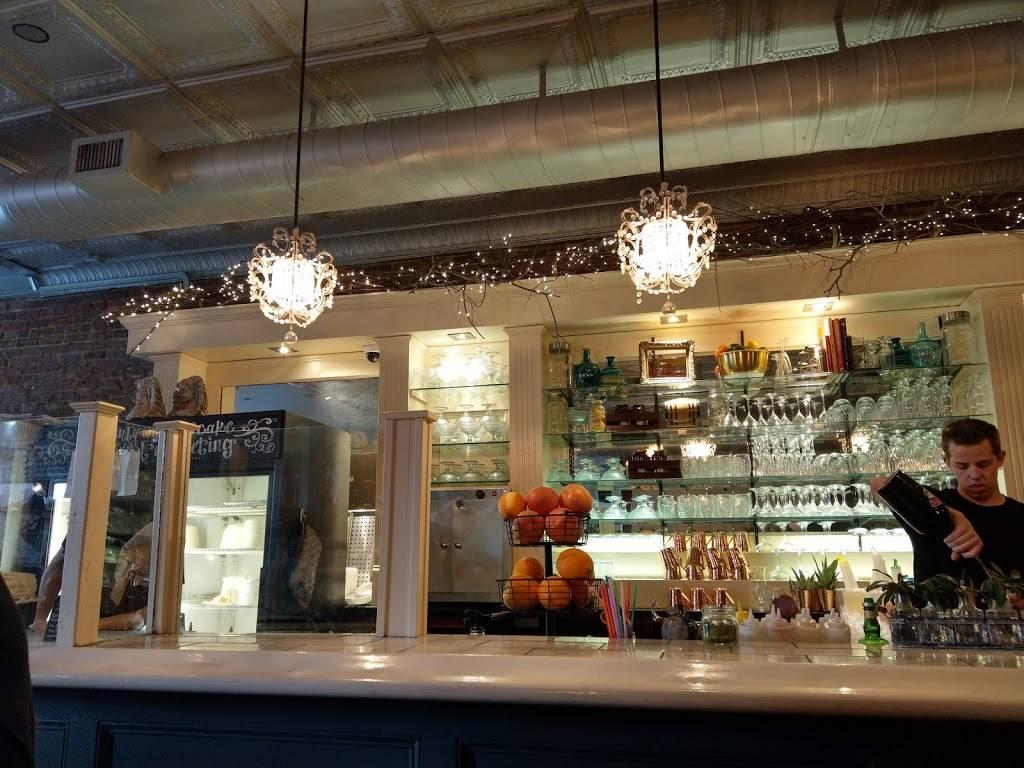 Shyndigz | restaurant | 1903 W Cary St, Richmond, VA 23220, USA | 8049383449 OR +1 804-938-3449