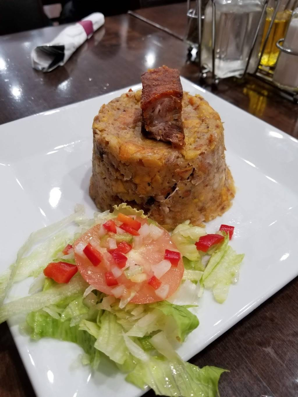 Exquisito | restaurant | 1542 Gates Ave, Brooklyn, NY 11237, USA | 7184972222 OR +1 718-497-2222