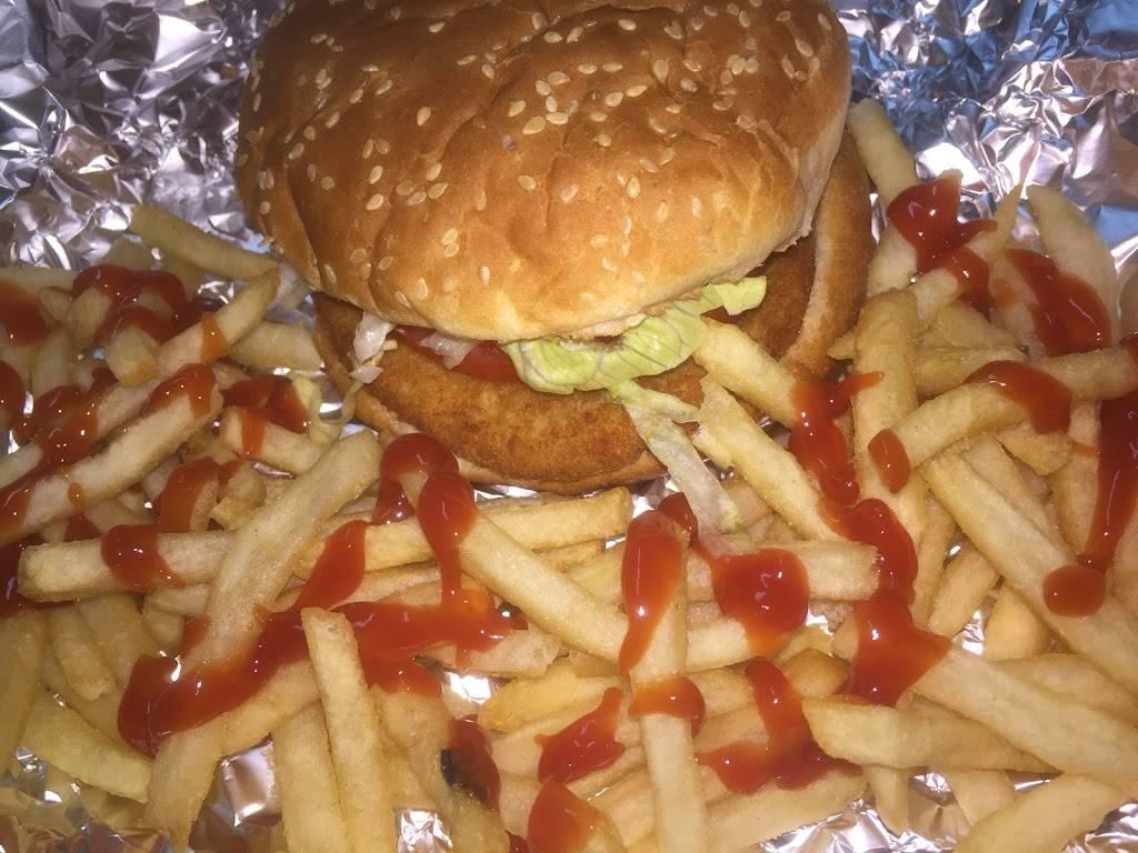 Daros Pizza & Chicken | restaurant | 4425 Kissena Blvd, Flushing, NY 11355, USA | 7184455572 OR +1 718-445-5572