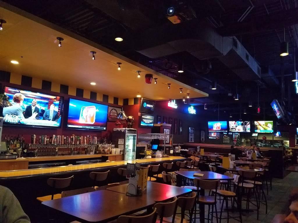Buffalo Wild Wings | restaurant | 15888 South La Grange Road, Orland Park, IL 60462, USA | 7083649464 OR +1 708-364-9464