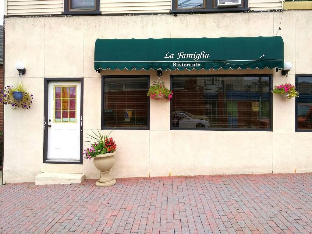 La Famiglia | restaurant | 107 E Main St, Bogota, NJ 07603, USA | 2014891713 OR +1 201-489-1713