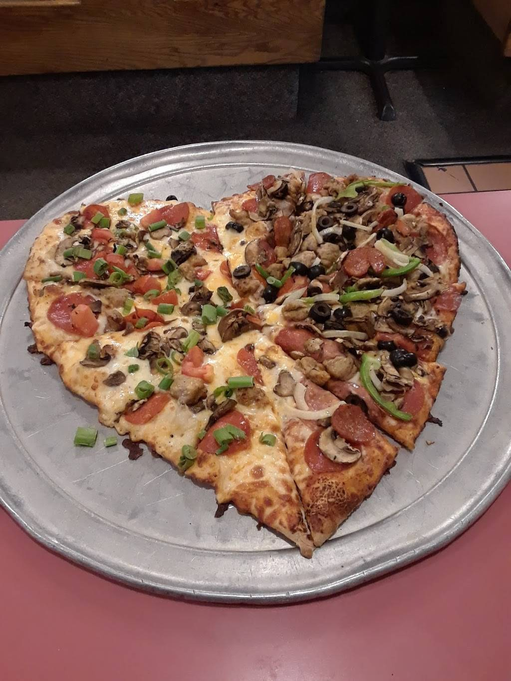 Round Table Pizza | meal delivery | 7873 Lichen Dr, Citrus Heights, CA 95621, USA | 9167235910 OR +1 916-723-5910