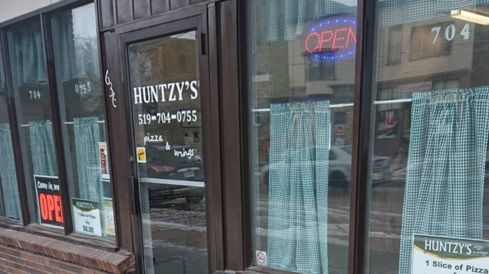 Huntzys Pizza & Wings | meal delivery | 636 Broadway St, Wyoming, ON N0N 1T0, Canada | 5197040755 OR +1 519-704-0755