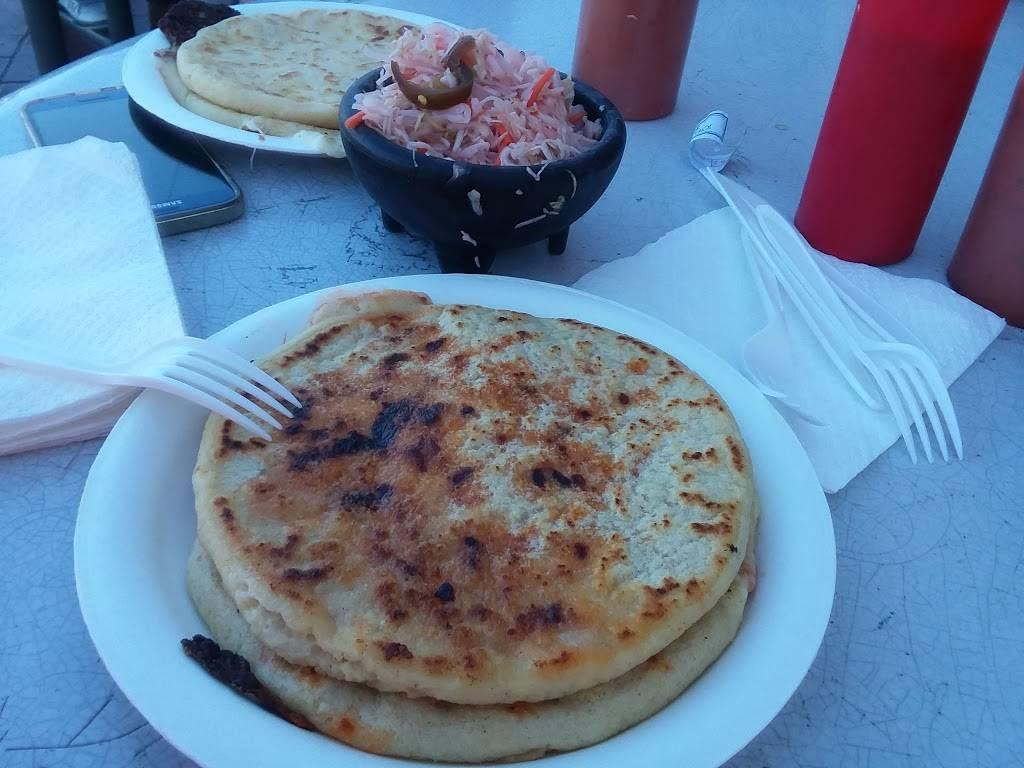 Pupuseria La Molienda | restaurant | 345 W Foothill Blvd, Rialto, CA 92376, USA | 9098751680 OR +1 909-875-1680