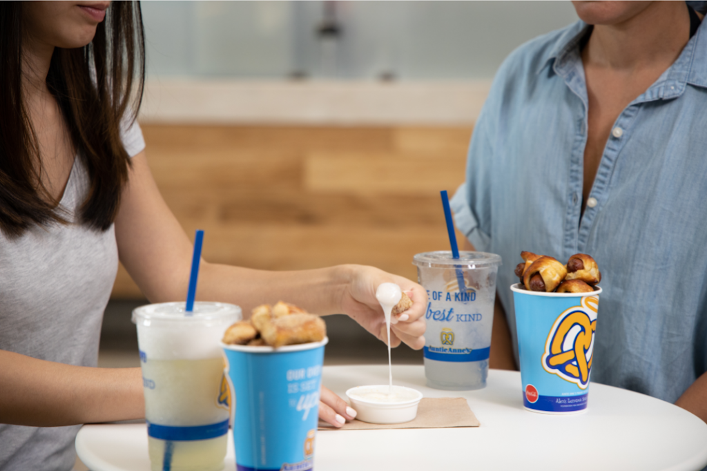 Auntie Annes | restaurant | 230 Southpark Cir, Colonial Heights, VA 23834, USA | 8045260120 OR +1 804-526-0120