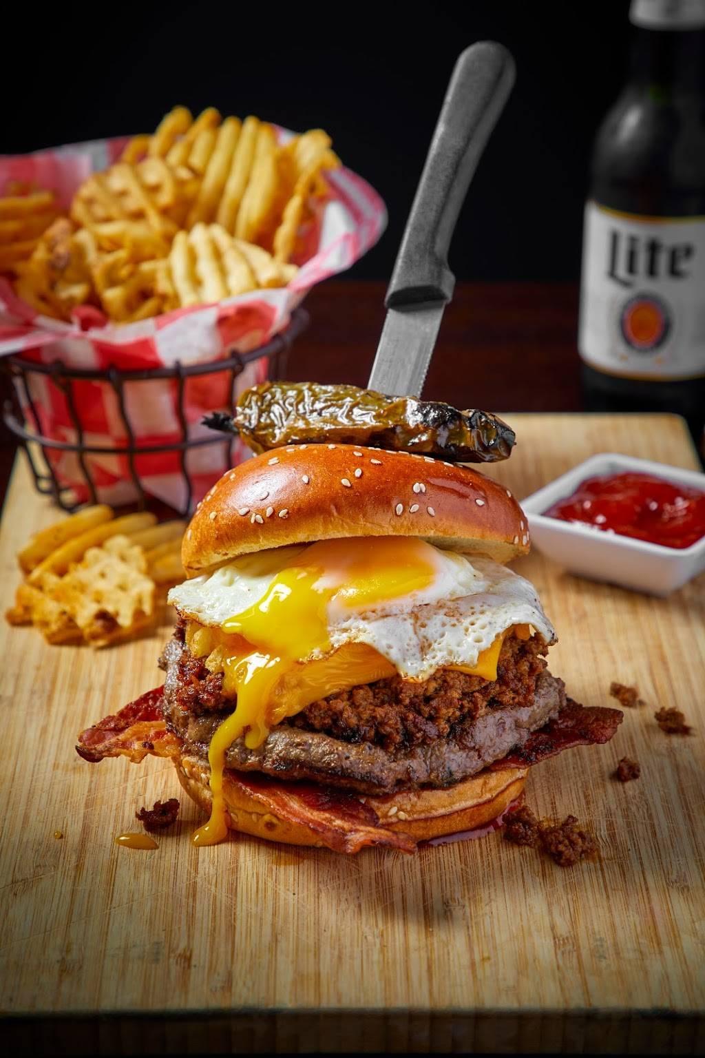 Crosstown Pub & Grill Naperville | restaurant | 909 E Ogden Ave, Naperville, IL 60563, USA | 6303579775 OR +1 630-357-9775
