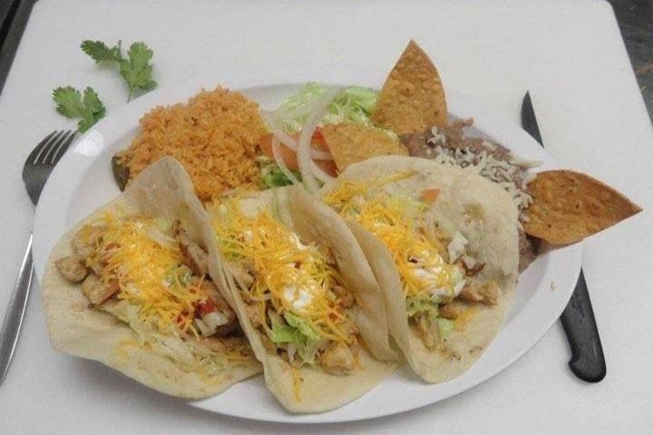 Mr. Js Hot Dogs & Gyros | restaurant | 321 W Madison St, Ottawa, IL 61350, USA | 8154318888 OR +1 815-431-8888