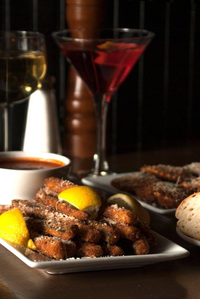Mungos Italian Eatery | restaurant | 100 E Main St, Collinsville, IL 62234, USA | 6186326864 OR +1 618-632-6864