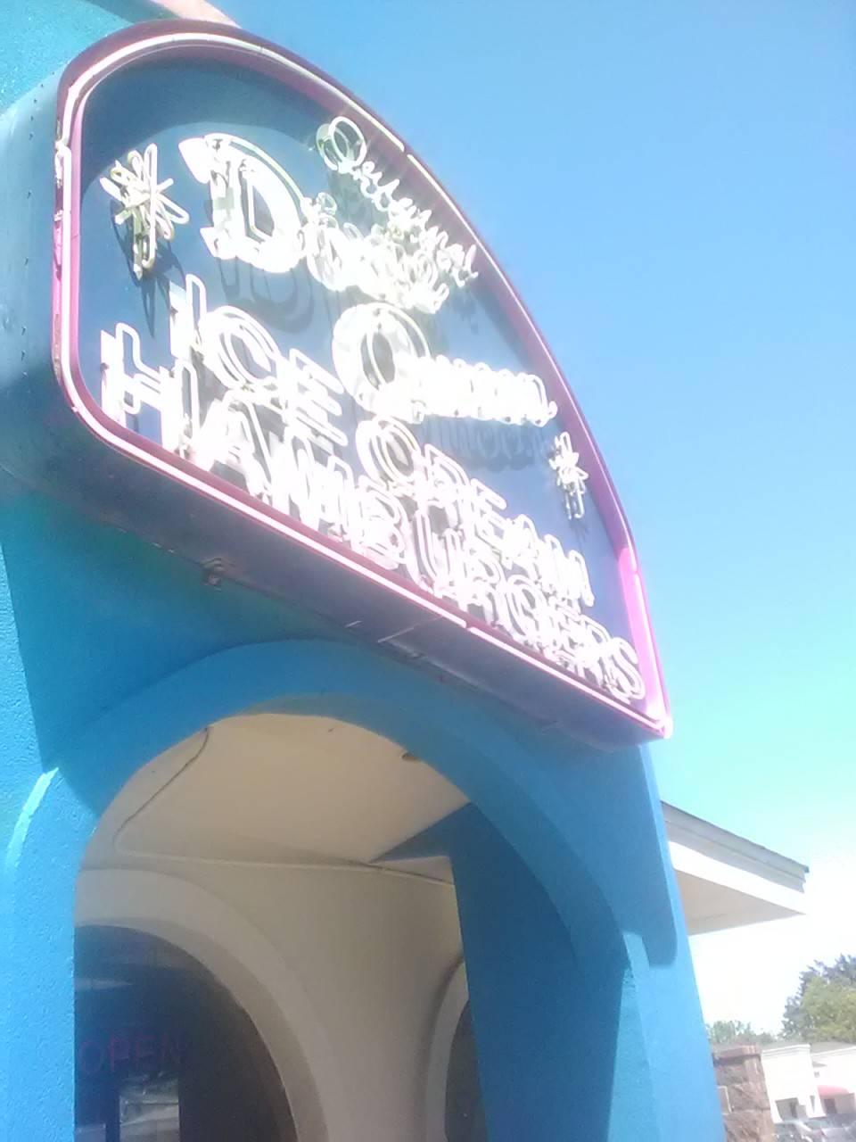 Dixie Queen | restaurant | 1472 E Shelby Dr, Memphis, TN 38116, USA | 9013378816 OR +1 901-337-8816