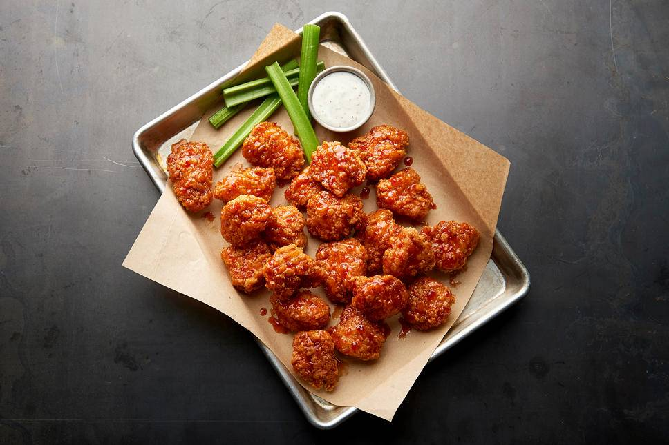 Buffalo Wild Wings   meal takeaway   32401 Temecula Pkwy, Temecula, CA 92592, USA   9513030225 OR +1 951-303-0225