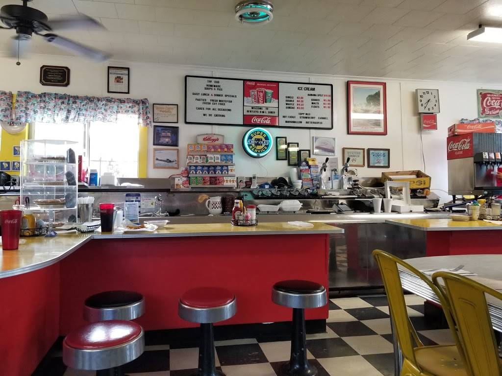 Bentleys B-M-L Cafe | restaurant | 62 N State St, St Ignace, MI 49781, USA | 9066437910 OR +1 906-643-7910