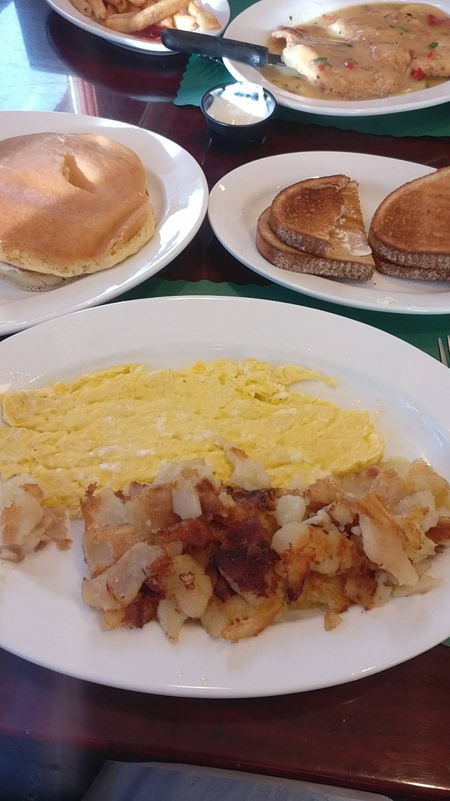 Country House Diner | restaurant | 41 York Rd, Warminster, PA 18974, USA | 2159073198 OR +1 215-907-3198