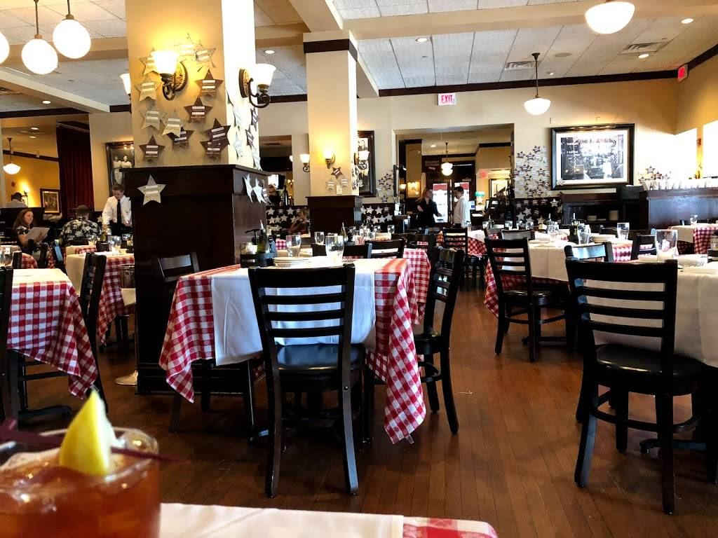 Maggianos Little Italy | restaurant | 4999 Old Orchard Shopping Ctr Space #A28, Skokie, IL 60077, USA | 8479339555 OR +1 847-933-9555