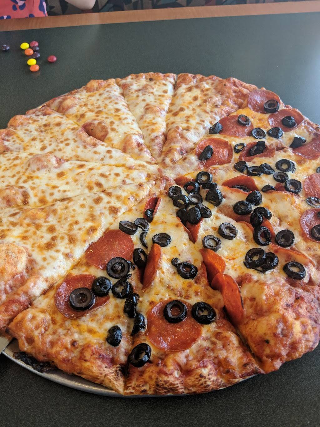 Round Table Pizza Meal Delivery 23254 Lyons Ave Newhall Ca 91321 Usa