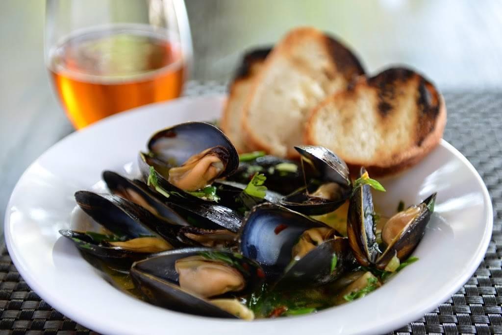 Snowdonia | restaurant | 34-55 32nd St, Astoria, NY 11106, USA | 3477305783 OR +1 347-730-5783