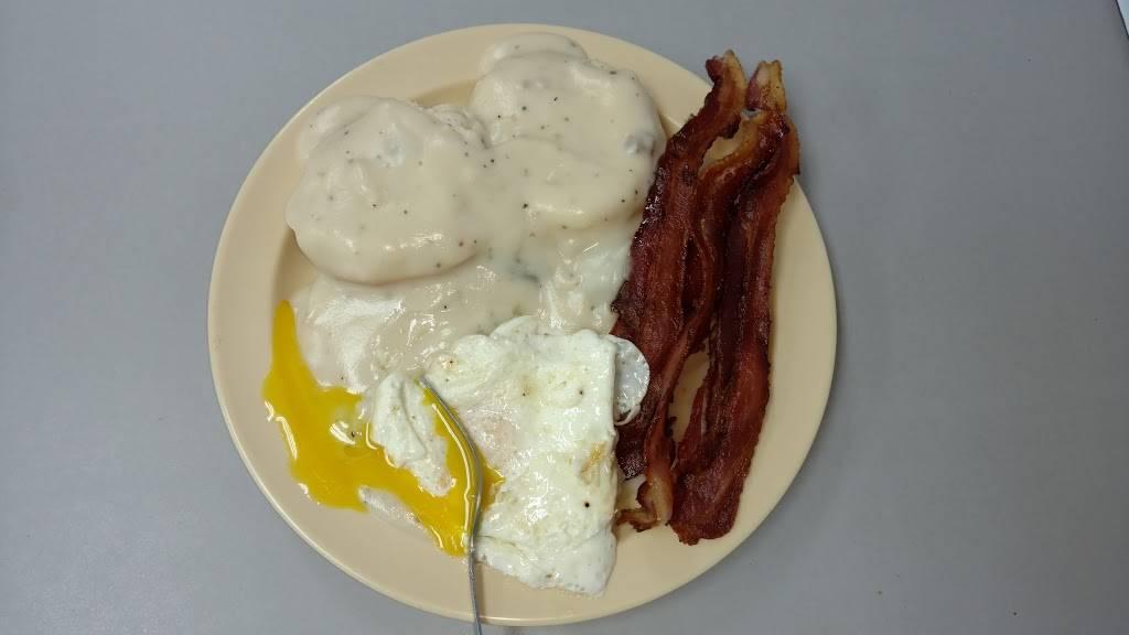 De Kalb Market   meal takeaway   3250 Nashville Hwy, Smithville, TN 37166, USA   6152158500 OR +1 615-215-8500