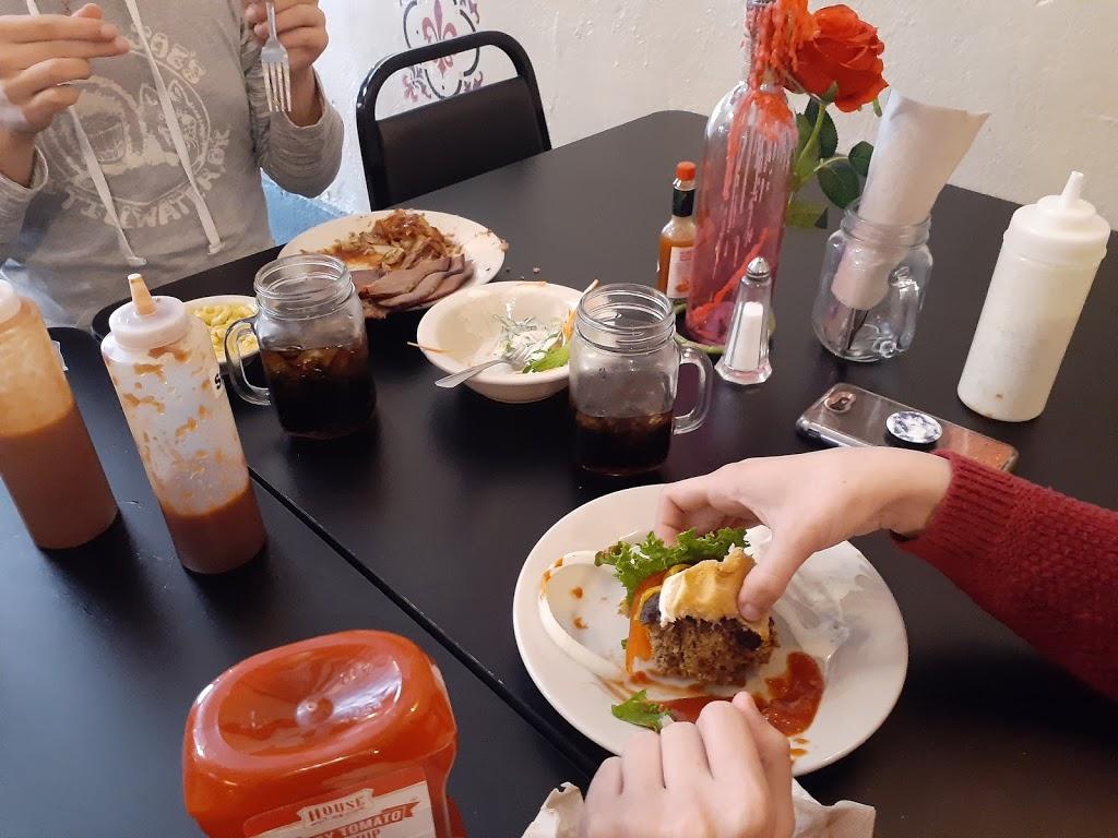 Quarks | restaurant | 608 Cedar St, Perry, OK 73077, USA | 5807107020 OR +1 580-710-7020