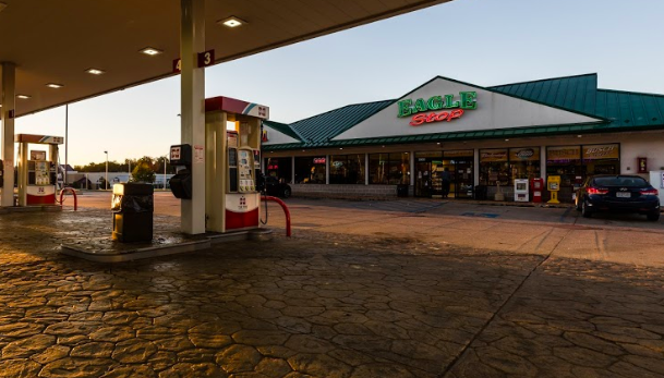 Bagnell Eagle Stop | meal takeaway | 10 N Shore Dr, Lake Ozark, MO 65049, USA | 5733651990 OR +1 573-365-1990