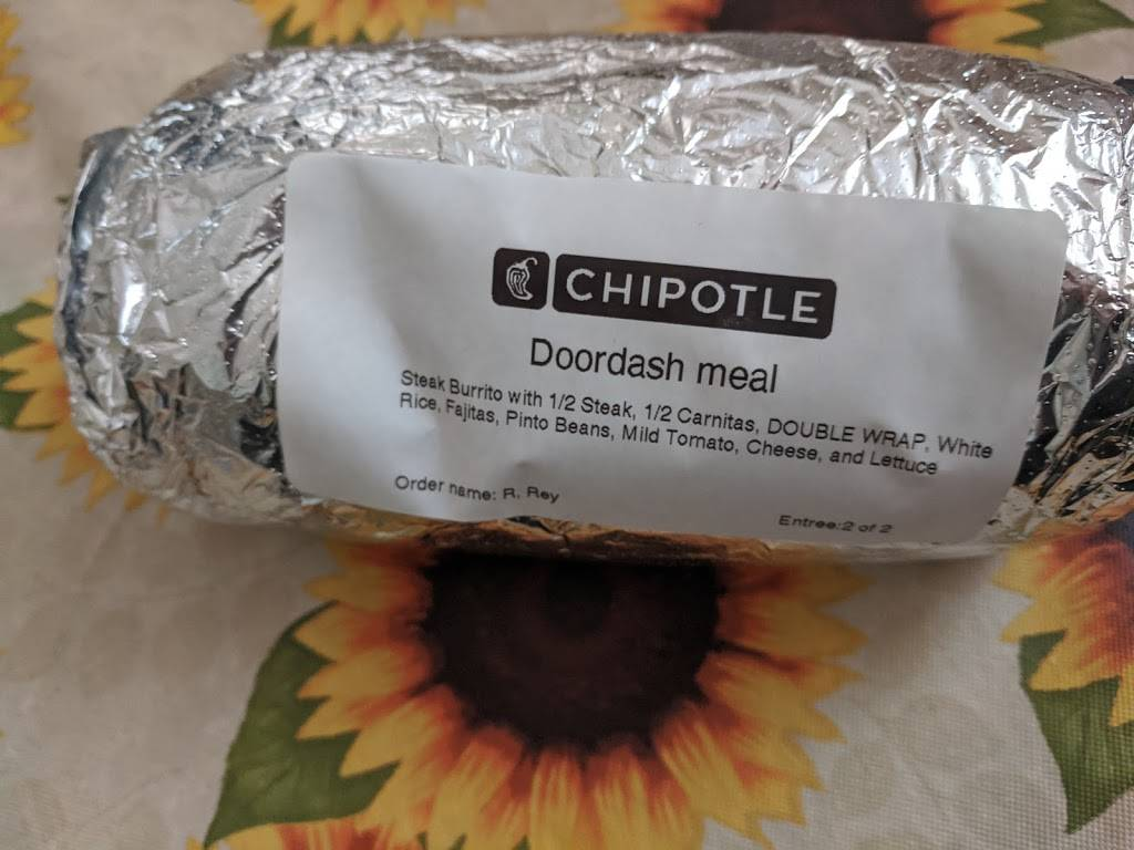 Chipotle Mexican Grill | restaurant | 808 Washington St, Middletown, CT 06457, USA | 8603449588 OR +1 860-344-9588