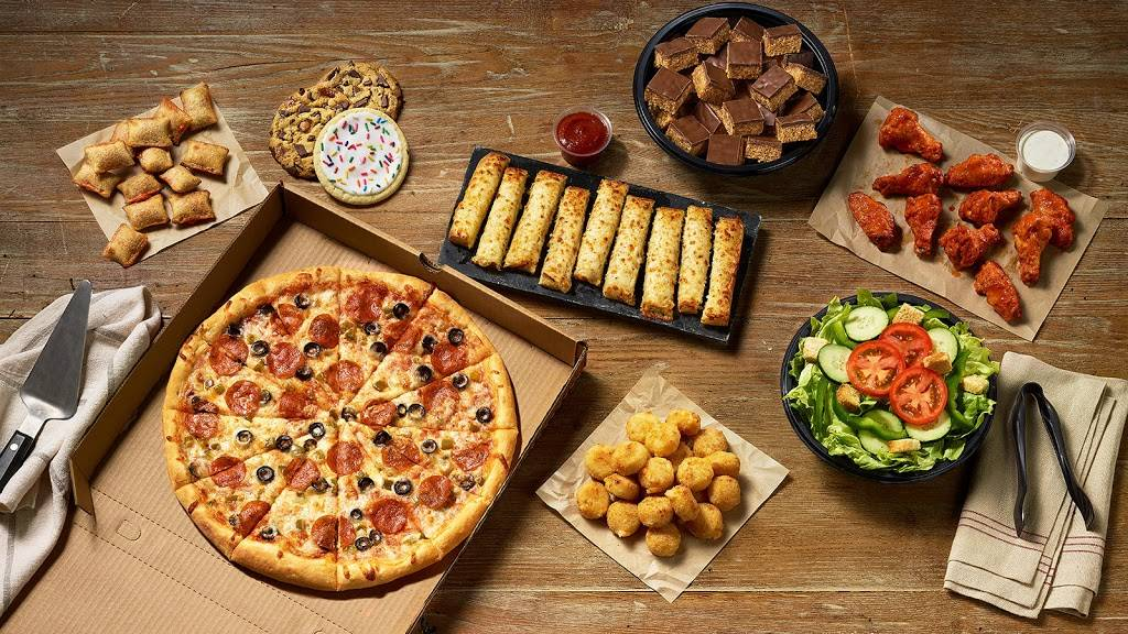 Caseys | meal takeaway | 310 E Hwy 7 #54, Weaubleau, MO 65774, USA | 4172821348 OR +1 417-282-1348