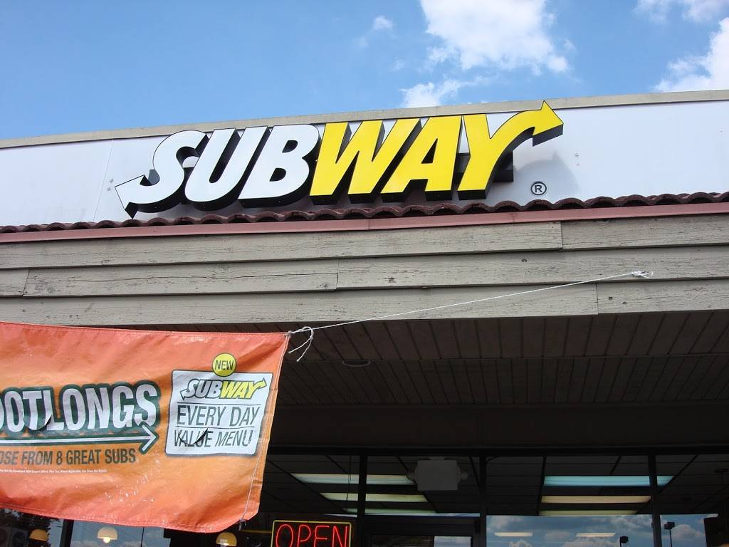 Subway Restaurants | restaurant | 1720 N Locust Ave, Lawrenceburg, TN 38464, USA | 9317662060 OR +1 931-766-2060