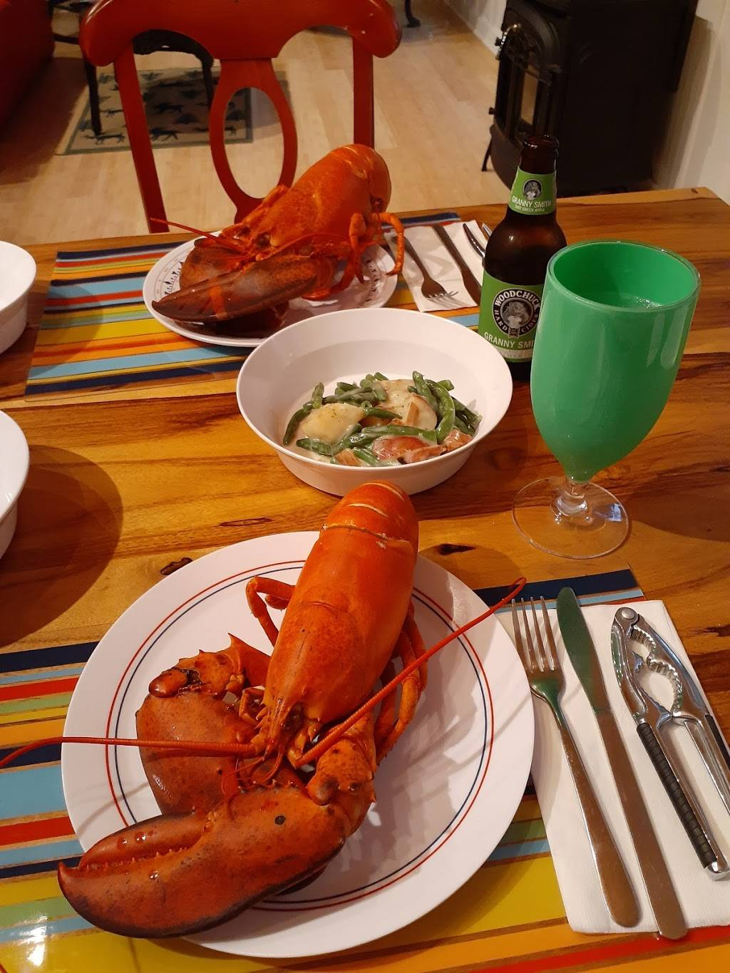 Hodgdons Seafood | restaurant | 1065 Tremont Rd, Seal Cove, ME 04674, USA | 2076692343 OR +1 207-669-2343