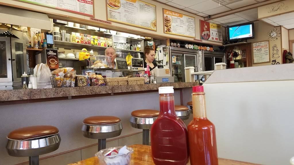 Family Corner | cafe | 2102 31st St, Astoria, NY 11105, USA | 7182047915 OR +1 718-204-7915