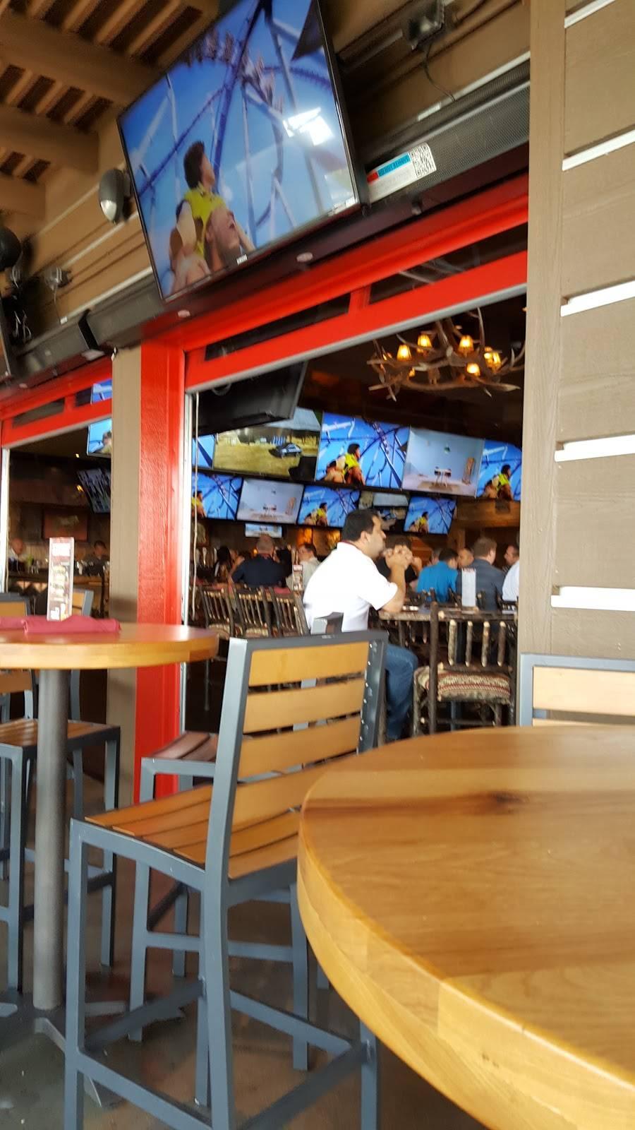 Twin Peaks   restaurant   17W744 22nd St, Oakbrook Terrace, IL 60181, USA   3313077940 OR +1 331-307-7940