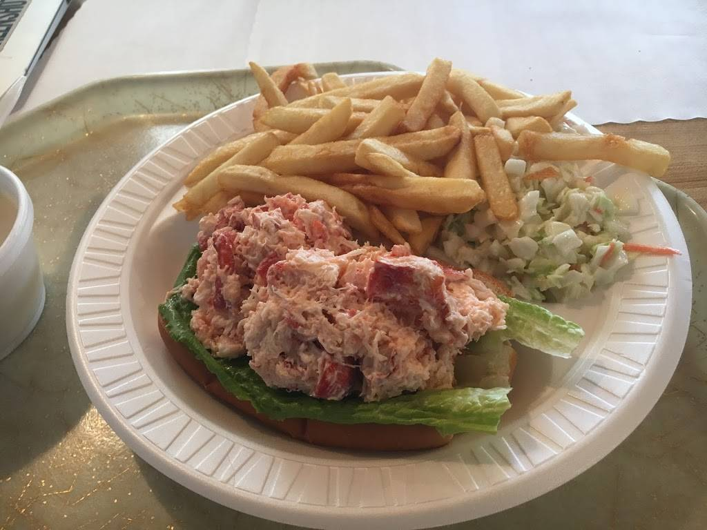 Lobster Claw II | restaurant | 4 S Main St, Derry, NH 03038, USA | 6034372720 OR +1 603-437-2720