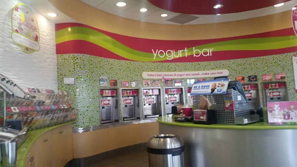Menchies Frozen Yogurt | bakery | 205 S Santa Fe Ave, Edmond, OK 73003, USA | 4052163644 OR +1 405-216-3644