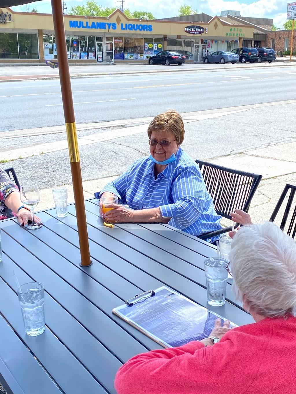 Melindas Pub   restaurant   6906 W 111th St, Worth, IL 60482, USA   7088275739 OR +1 708-827-5739