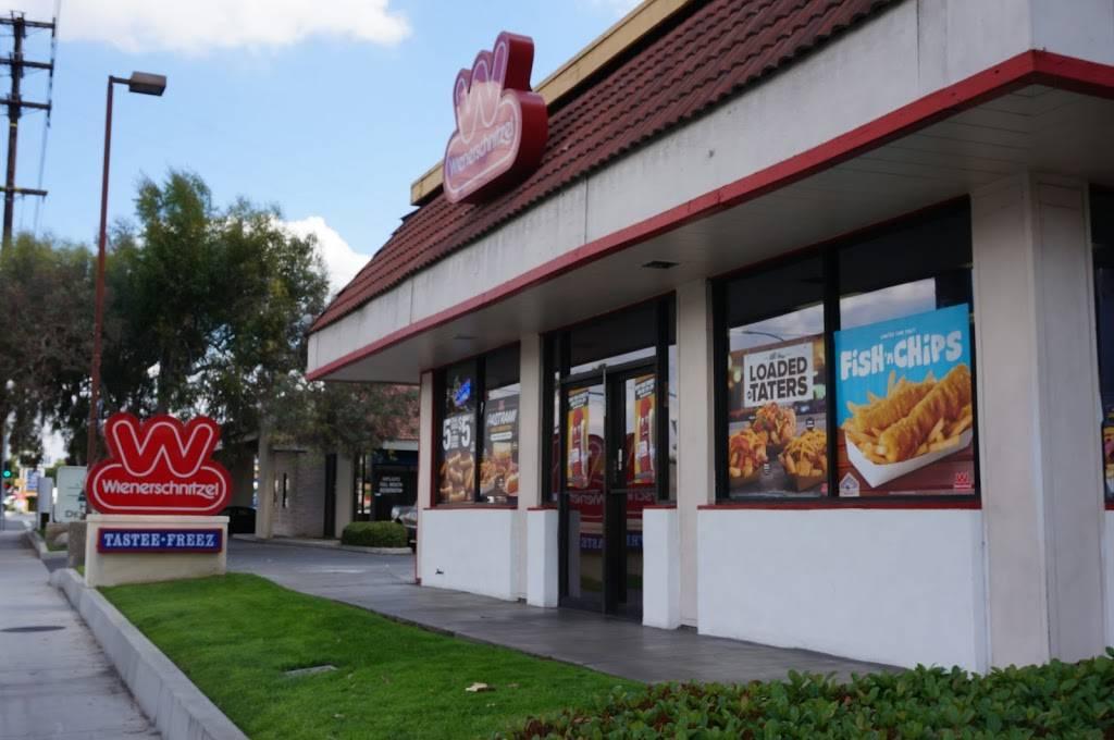 Wienerschnitzel | restaurant | 1120 E Imperial Hwy, La Habra, CA 90631, USA | 7148700307 OR +1 714-870-0307