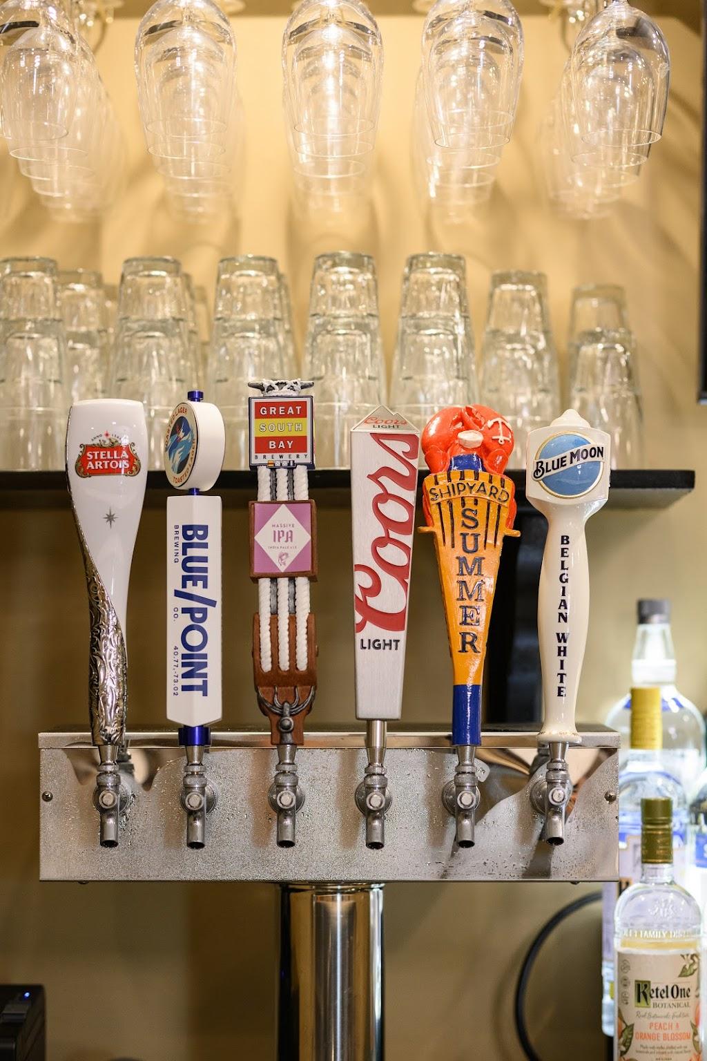Monroes Restaurant | restaurant | 199 Post Ave, Westbury, NY 11590, USA | 5164164181 OR +1 516-416-4181