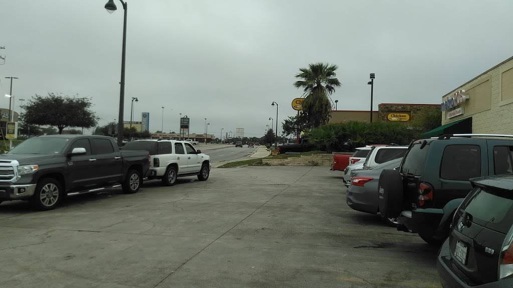 Starbucks   cafe   697 S Walnut Ave, New Braunfels, TX 78130, USA   8306292965 OR +1 830-629-2965