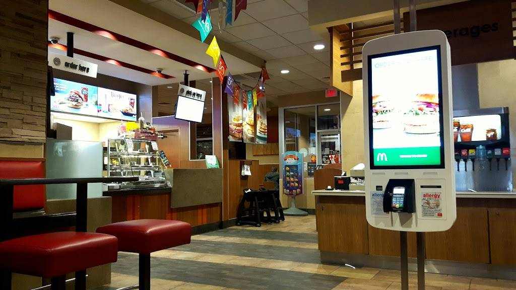 McDonalds | cafe | 243 Woodlawn Rd W, Guelph, ON N1H 7L6, Canada | 5198260507 OR +1 519-826-0507