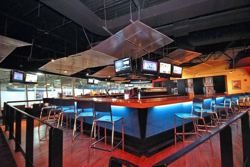 Paddock Lounge - Sports Bar & Restaurant - Buffalo Grove, IL | night club | 6941, 301 Hastings Dr, Buffalo Grove, IL 60089, USA | 8479419400 OR +1 847-941-9400
