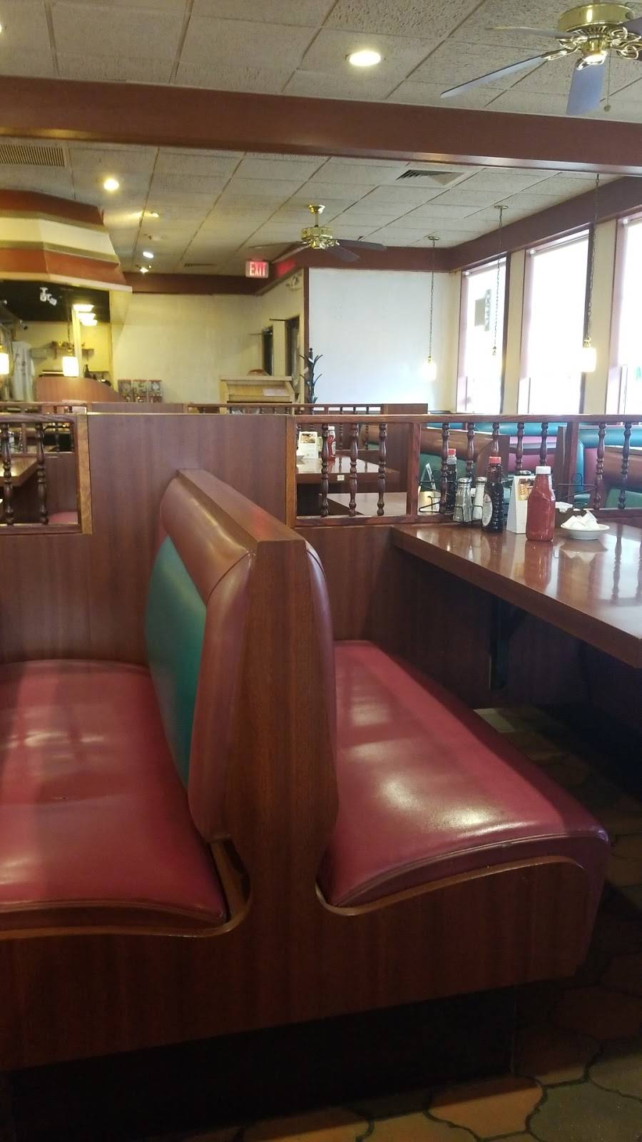 Albert S Family Dining Restaurant 7726 Cooley Lake Rd Waterford Twp Mi 48327 Usa
